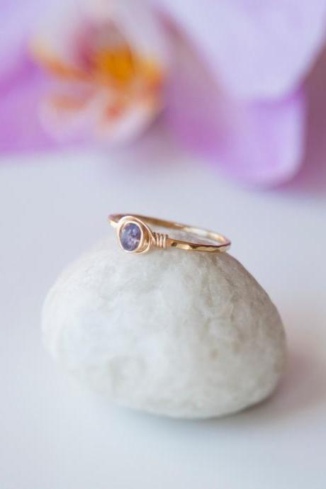 Sapphire Ring, September Birthstone Ring, Hammered Ring, Raw Sapphire Ring, Dainty Textured Wire Wrapped Sapphire Gold Ring